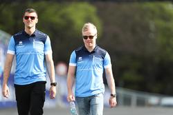 Felix Rosenqvist, Mahindra Racing, camina por la pista