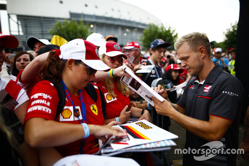 Kevin Magnussen, Haas F1 Team, signs autographs for fans