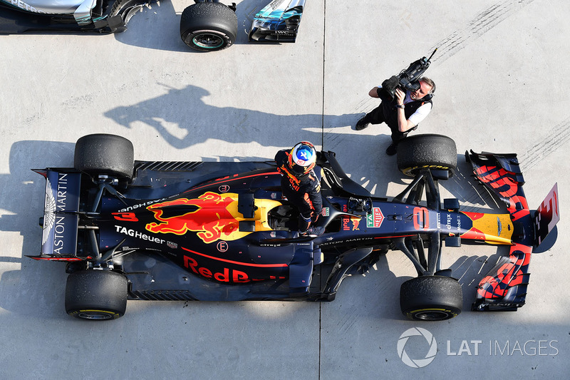 Daniel Ricciardo, Red Bull Racing RB14 celebrates in parc ferme