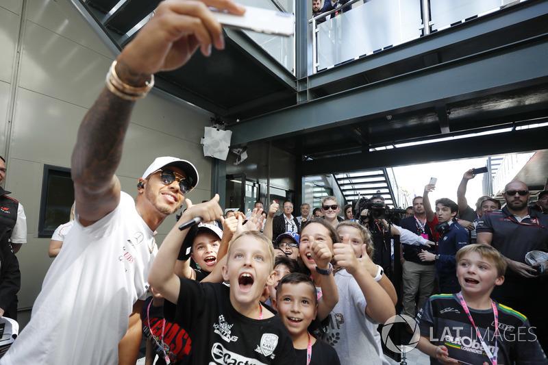 Lewis Hamilton, Mercedes AMG F1, meets the grid kids