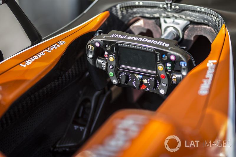 Руль McLaren MCL32