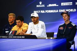 Marcus Ericsson, Sauber C36, Carlos Sainz Jr., Renault Sport F1 Team, Lewis Hamilton, Mercedes AMG F1, Brendon Hartley, Scuderia Toro Rosso en la conferencia de prensa