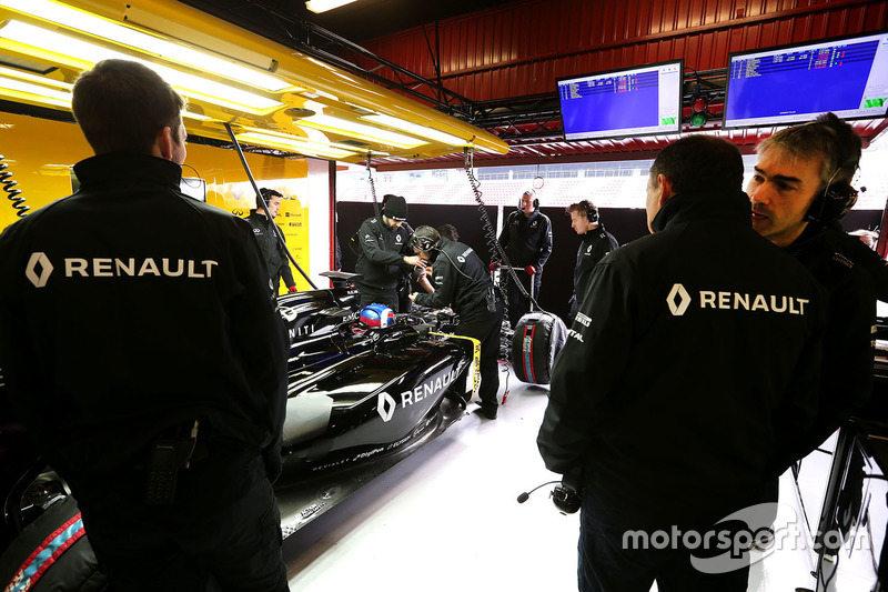 Nick Chester, Renault Sport F1 Team Chassis Technical Director and Frederic Vasseur, Renault Sport F