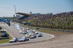 Start, Robert Wickens, Mercedes-AMG Team HWA, Mercedes-AMG C63 DTM, Christian Vietoris, Mercedes-AMG Team Mücke, Mercedes-AMG C63 DTM