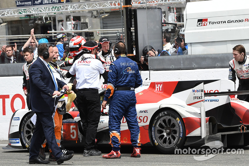 #5 Toyota Racing Toyota TS050 Hybrid: Kazuki Nakajima after the checkered flag