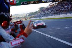 GT300 winners #3 Nddp Racing Nissan GT-R Nismo GT3: Kazuki Hoshino, Jann Mardenborough