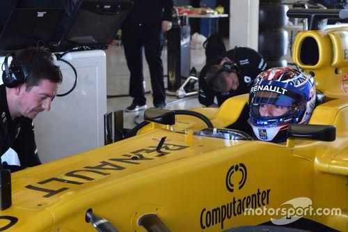 Nicholas Latifi Renault testing