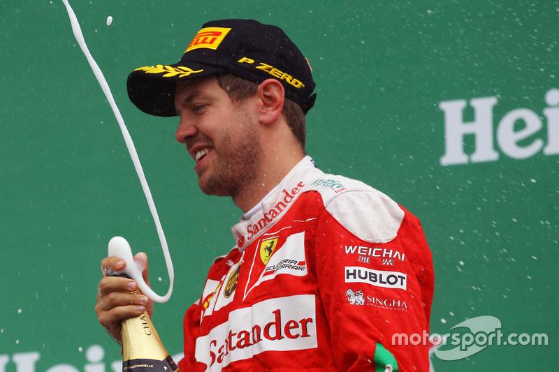 Себастьян Феттель, Ferrari святкує на подіумі своє друге місце