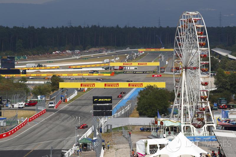 Start action, Sebastian Vettel, Ferrari SF71H, Valtteri Bottas, Mercedes AMG F1 W09, Kimi Raikkonen, Ferrari SF71H, Max Verstappen, Red Bull Racing RB14