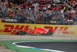Sebastian Vettel, Ferrari SF71H choca y queda fuera de la carrera