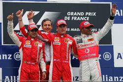 Подиум: второе место – Фелипе Масса, Ferrari, победитель гонки – Кими Райкконен, Ferrari, третье место – Льюис Хэмилтон, McLaren