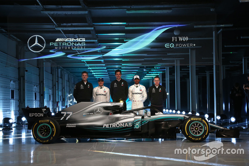 Valtteri Bottas, Mercedes AMG F1, Lewis Hamilton, Mercedes AMG F1, Toto Wolff, Direktör, Mercedes AMG F1, James Allison, Mercedes AMG F1 Teknik Direktörü
