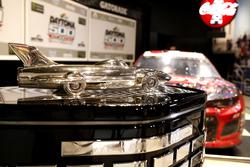 L'auto di Austin Dillon, Richard Childress Racing Chevrolet Camaro con il trofeo