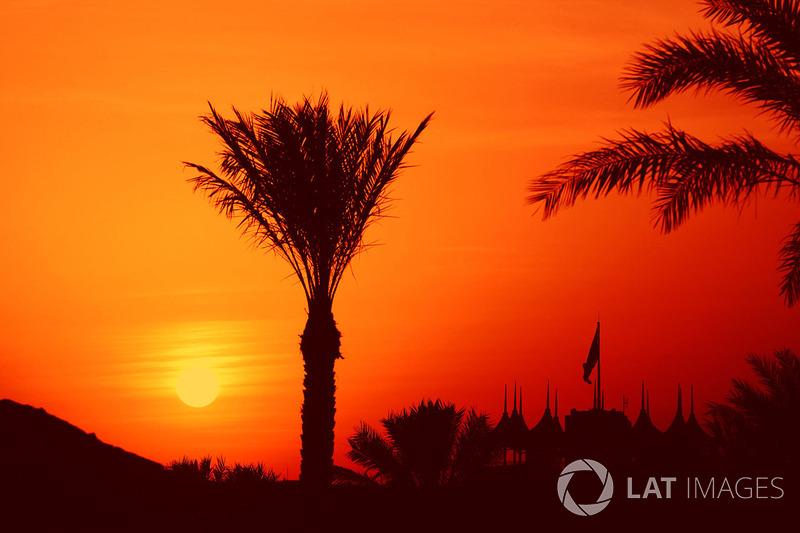 На фоне этих событий 21 февраля – примерно за три недели до Гран При – гонку в Бахрейне перенесли на неопределенный срок. Вместе с переносом гонки отказались от мартовских тестов на «Сахире». Решение принял принц Бахрейна Салман ибн Хамад ибн Иса Аль Хали