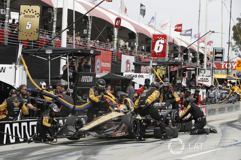 James Hinchcliffe, Schmidt Peterson Motorsports Honda, au stand