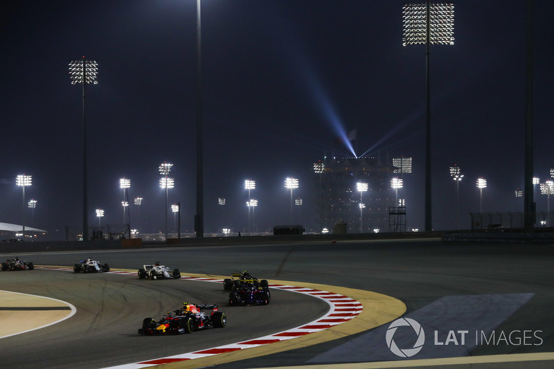 Max Verstappen, Red Bull Racing RB14 Tag Heuer, leads Brendon Hartley, Toro Rosso STR13 Honda, and C