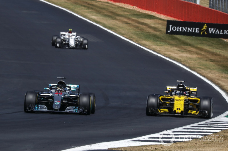Lewis Hamilton, Mercedes-AMG F1 W09 e Nico Hulkenberg, Renault Sport F1 Team R.S. 18