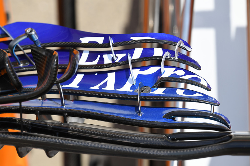 Scuderia Toro Rosso STR13 detalle del ala frontal
