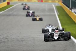 Kevin Magnussen, Haas F1 Team VF-17, Felipe Massa, Williams FW40