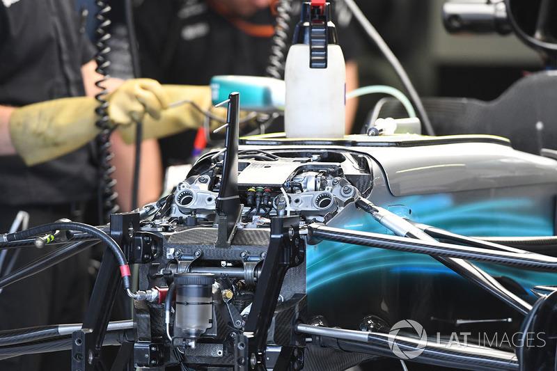 Mercedes-Benz F1 W08 Hybrid detalle frontal de chasis y suspensión