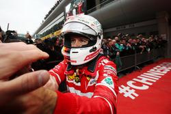 2. Sebastian Vettel, Ferrari, feiert im Parc Ferme
