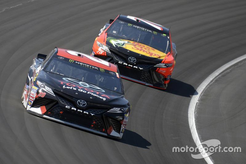 Matt Kenseth, Joe Gibbs Racing, Toyota; Martin Truex Jr., Furniture Row Racing, Toyota