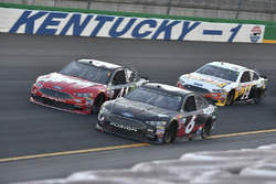 Trevor Bayne, Roush Fenway Racing Ford, Kurt Busch, Stewart-Haas Racing Ford, Clint Bowyer, Stewart-Haas Racing Ford