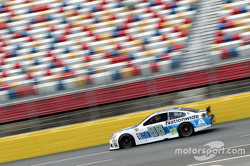 Mark Zuckerberg CEO de Facebook y Dale Earnhardt Jr. dan veultas