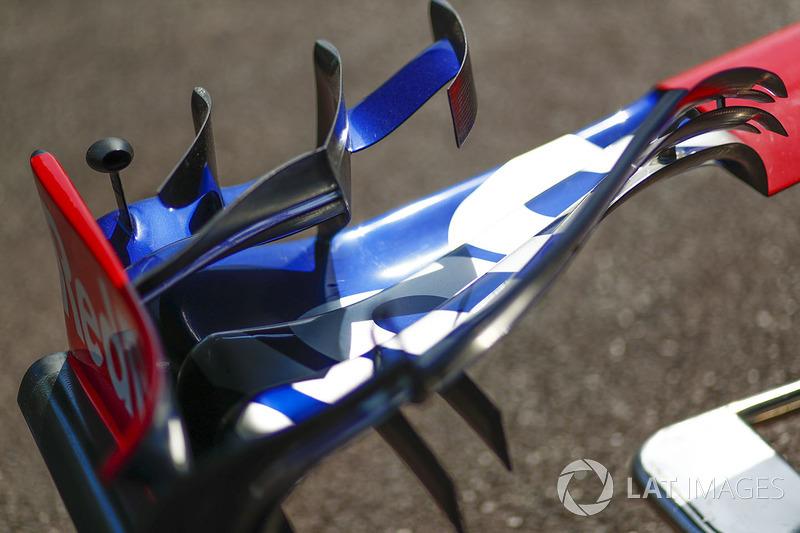 Scuderia Toro Rosso STR12, front wing detail
