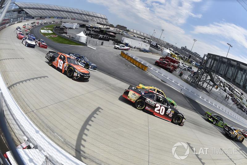 Erik Jones, Joe Gibbs Racing, Toyota; Matt Tifft, Joe Gibbs Racing, Toyota