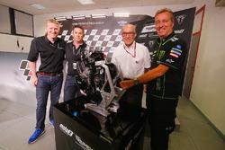 Paul Stroud, Presechef, Triumph Motorräder; Trevor Morris, Technischer Direktor, ExternPro; Carmelo Ezpeleta, Geschäftsführer, Dorna; Herve Poncharal, Präsident, IRTA