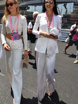 Adriana Lima, Model; Carmen Jorda, Renault Sport F1 Team, Entwicklungsfahrerin