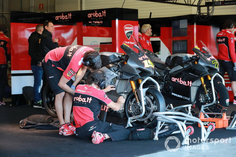 Aruba.it Racing-Ducati SBK Team Garage