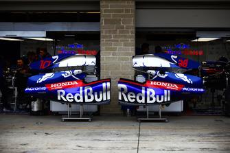 Scuderia Toro Rosso STR13 carrocería en la calle de boxes