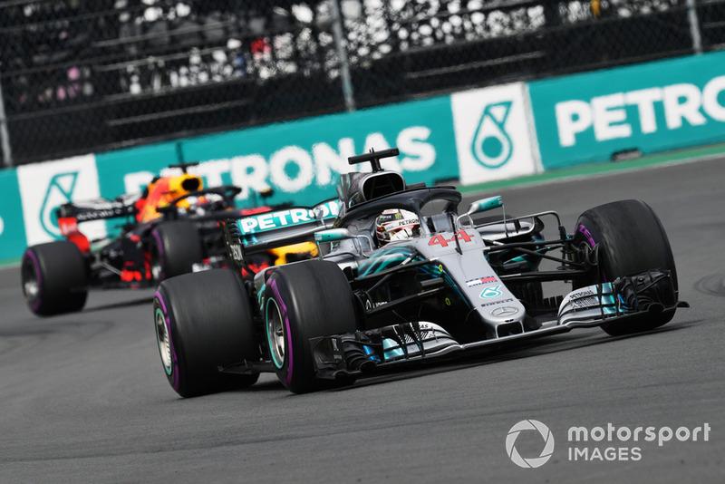 Lewis Hamilton, Mercedes AMG F1 W09 EQ Power+ y Daniel Ricciardo, Red Bull Racing RB14