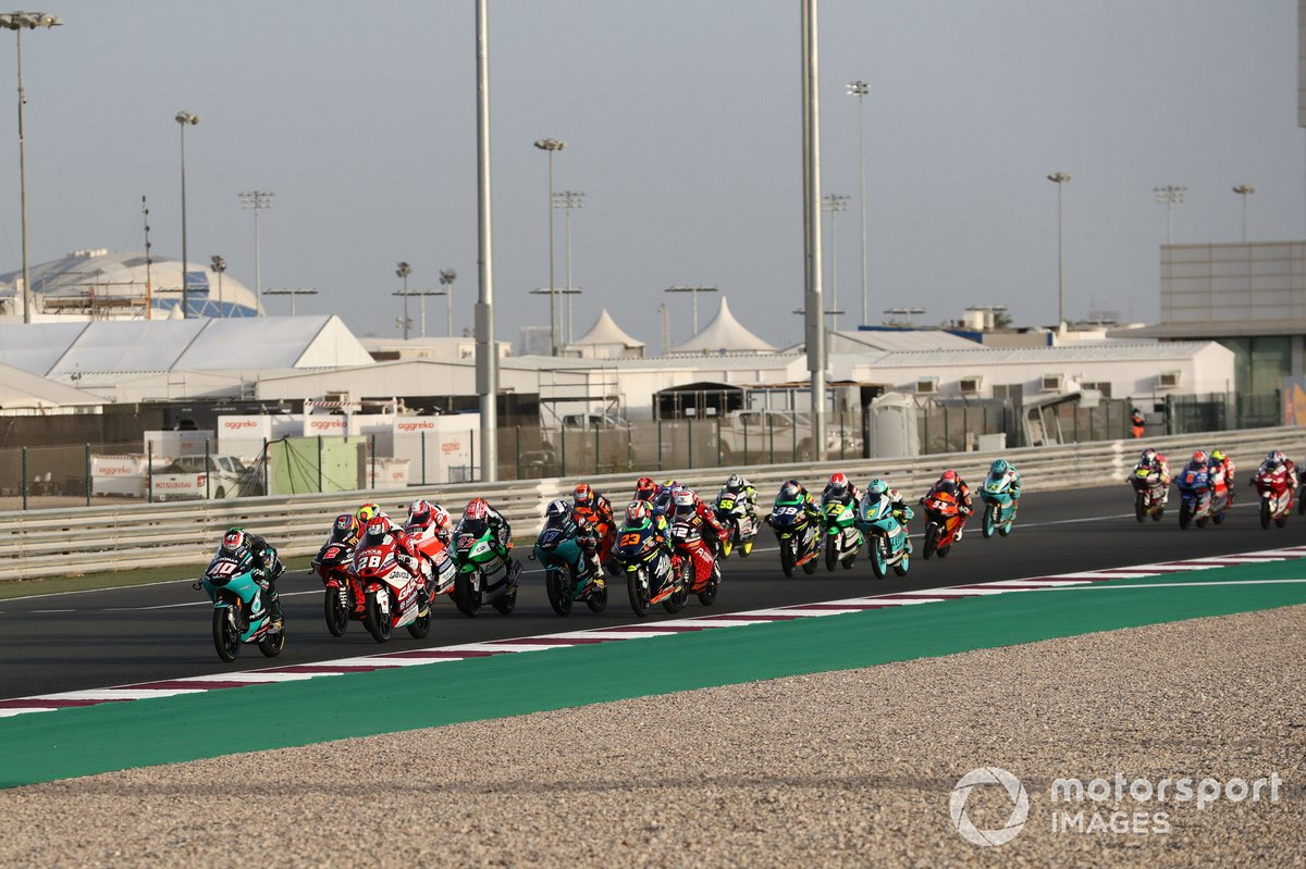 Start action, Darryn Binder, Petronas Sprinta Racing leads