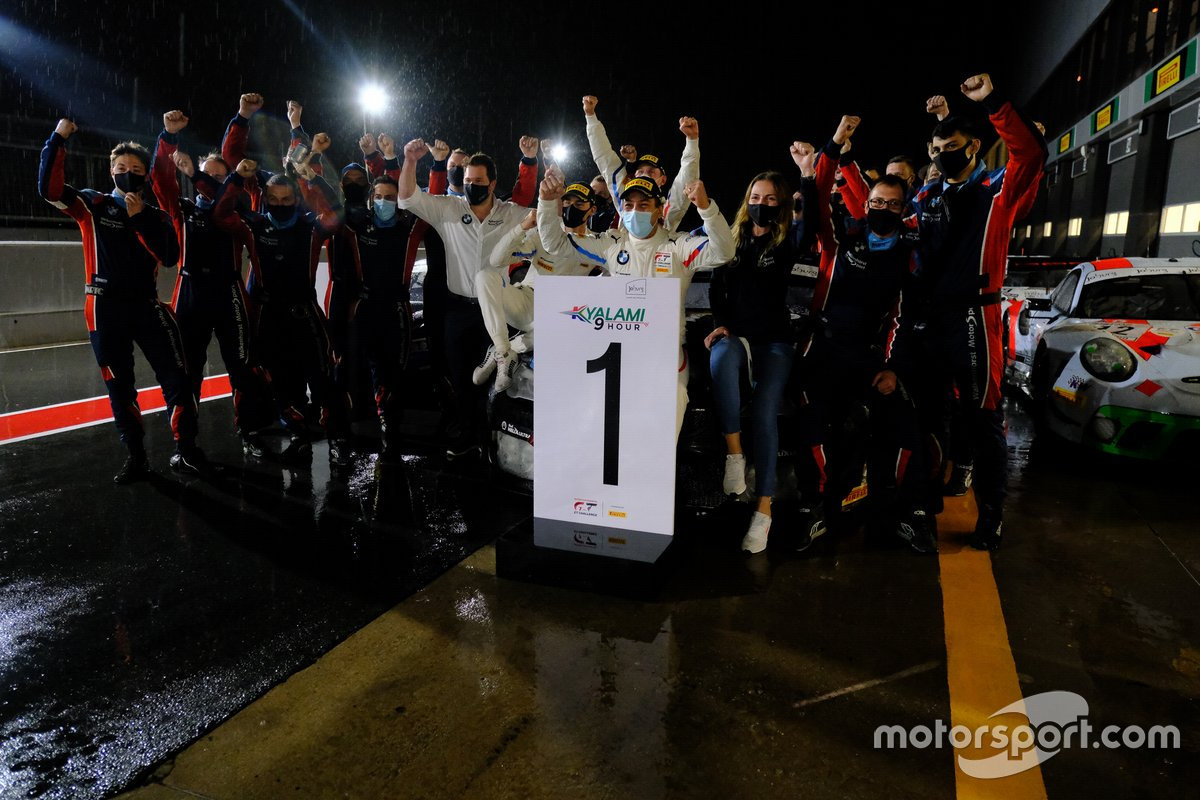 Winner #34 Walkenhorst Motorsport BMW M6 GT3: Augusto Farfus, Nicky Catsburg, Sheldon van der Linde with the team