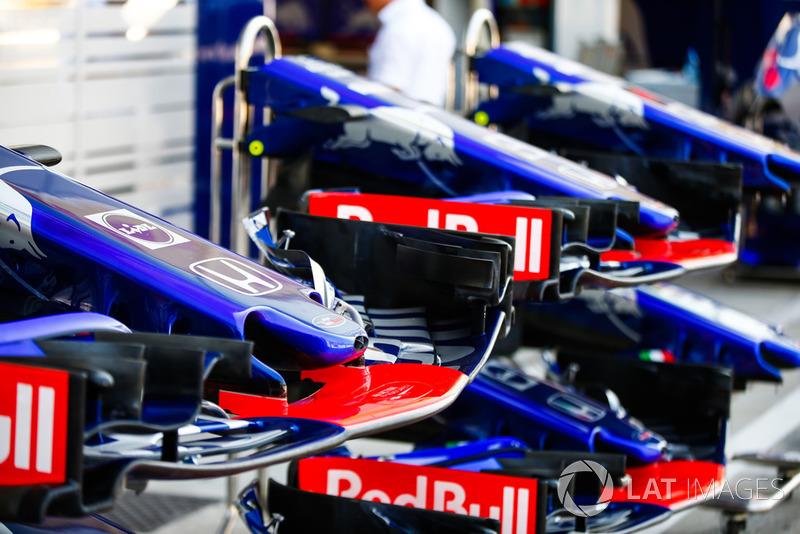Toro Rosso STR13 Honda noses