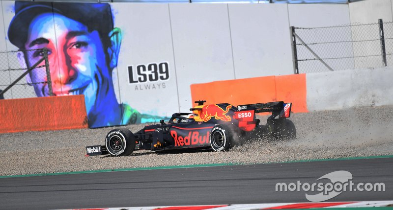 Max Verstappen, Red Bull RB15 nella ghiaia dopo un testacoda