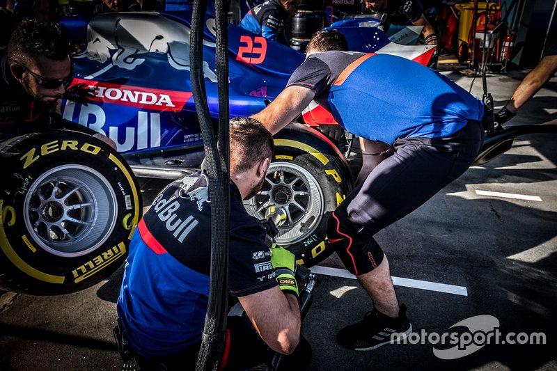 Тренировка пит-стопов Toro Rosso