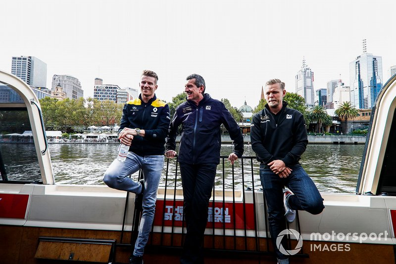 Nico Hulkenberg, Renault F1 Team, Guenther Steiner, Team Principal, Haas F1 and Kevin Magnussen, Haas F1 Team on the way to the Federation Square event