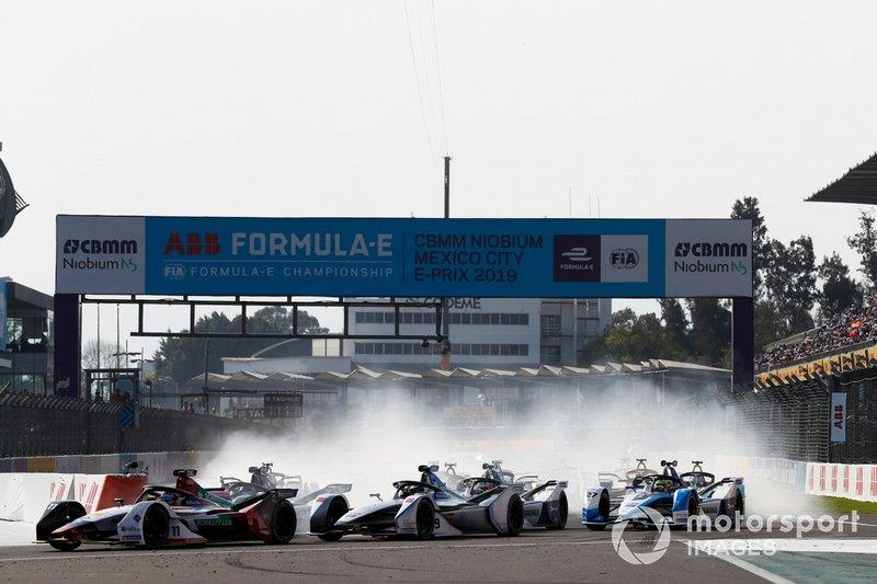 Lucas Di Grassi, Audi Sport ABT Schaeffler, Audi e-tron FE05 leads Felipe Massa, Venturi Formula E, Venturi VFE05 y Sébastien Buemi, Nissan e.Dams, Nissan IMO1