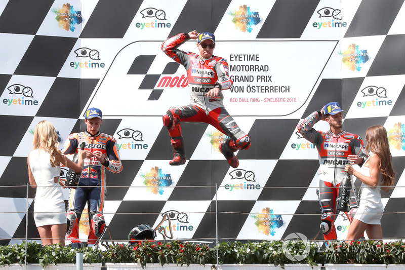 Подіум: друге місце Марк Маркес, Repsol Honda Team, переможець гонки Хорхе Лоренсо, Ducati Team, третє місце Андреа Довіціозо, Ducati Team