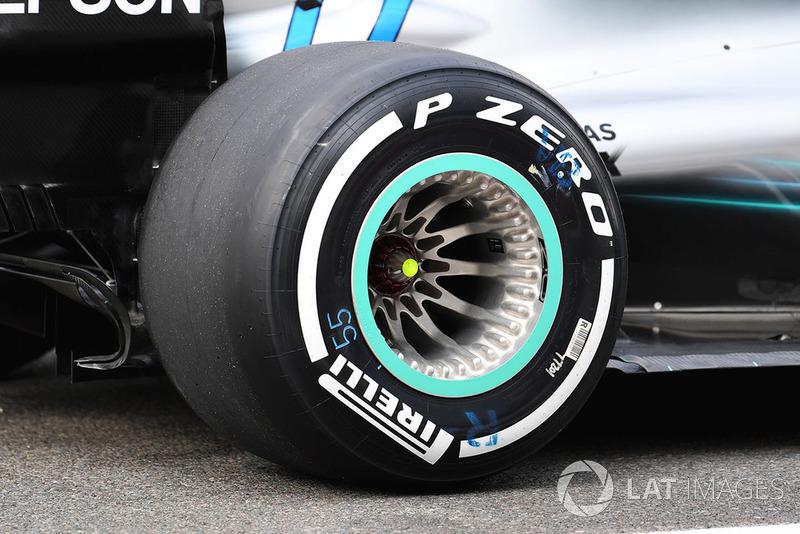 Valtteri Bottas, Mercedes AMG F1 W09 rear wheel