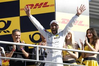 Подіум: чемпіон Гері Паффет, Mercedes-AMG Team HWA