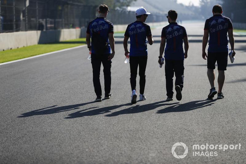 Pierre Gasly, Toro Rosso, fait une reconnaissance de la piste