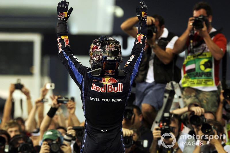 Sebastian Vettel, Red Bull Racing RB6, fête son titre de Champion du monde 2010