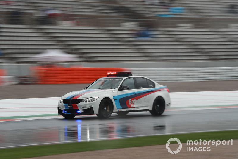 Safety Car BMW sotto la pioggia