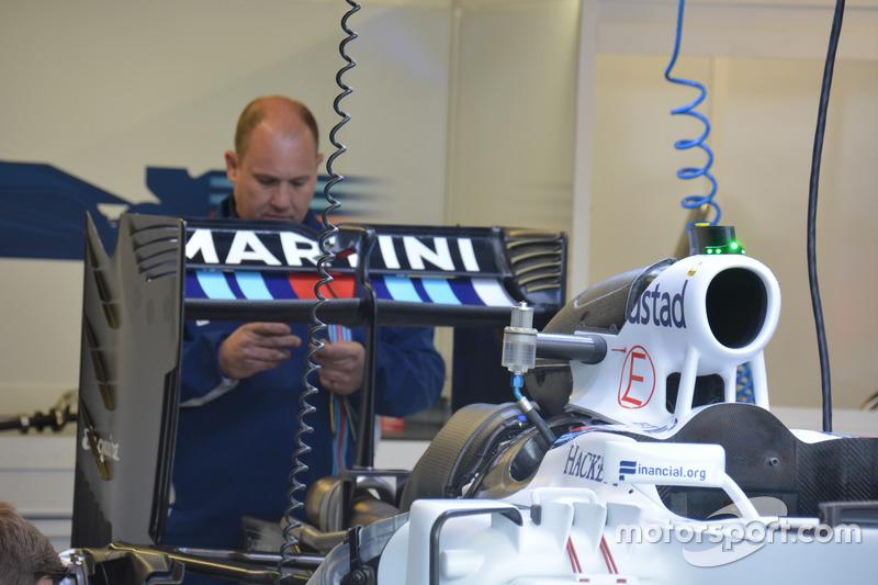 Williams FW38, Heckflügel neu