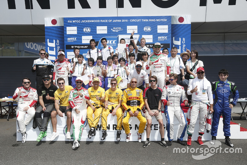 Drivers group photoshoot